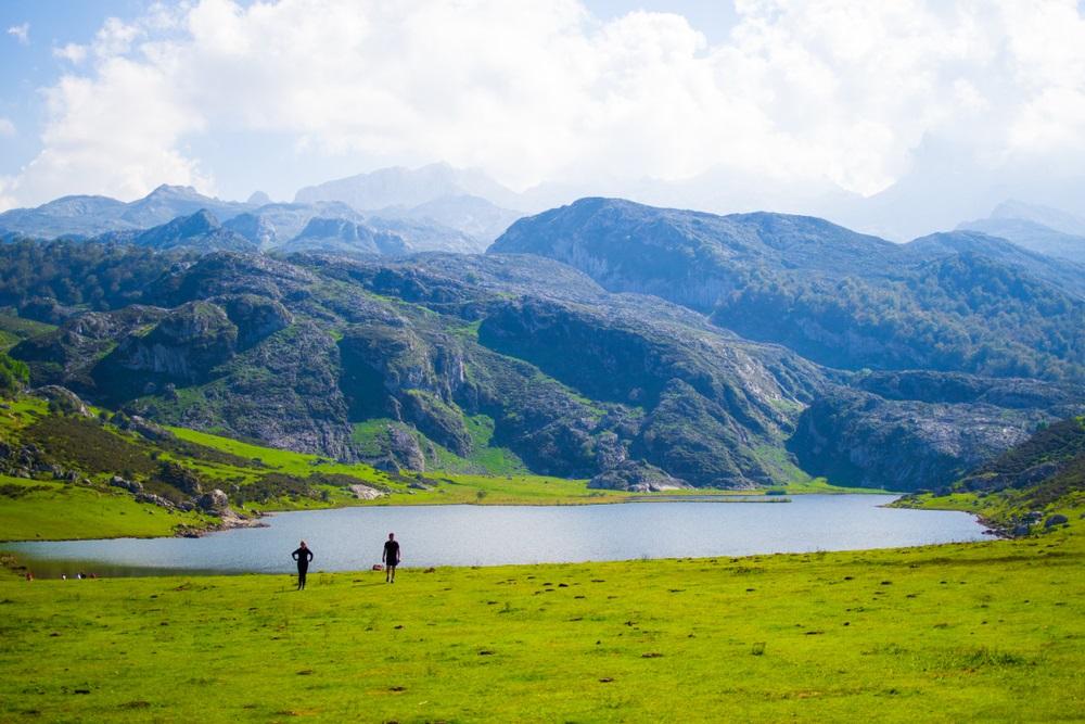 Covadonga tavak Észak Spanyolroszágban Asztúria régióban kalandtúrás csoporttal