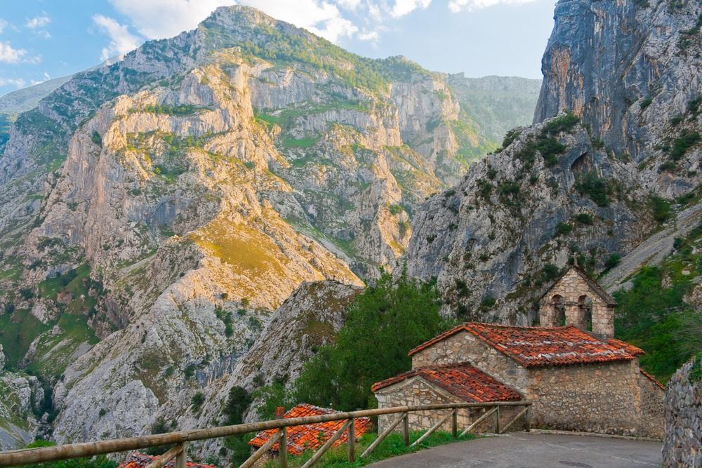 Naranjo de Bulnes túra Asztúria régióban Észak Spanyolországban csoportos utazás kalandtúra