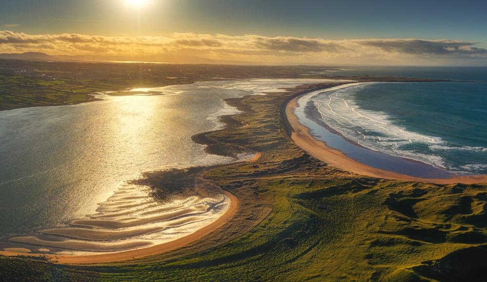 Kalandtúra Írországban roadtrip óceánparti panoráma ösvény