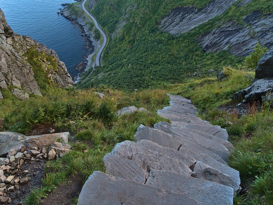 Reinebringen Lofoten csúcs túra roadtrip kalandutazás