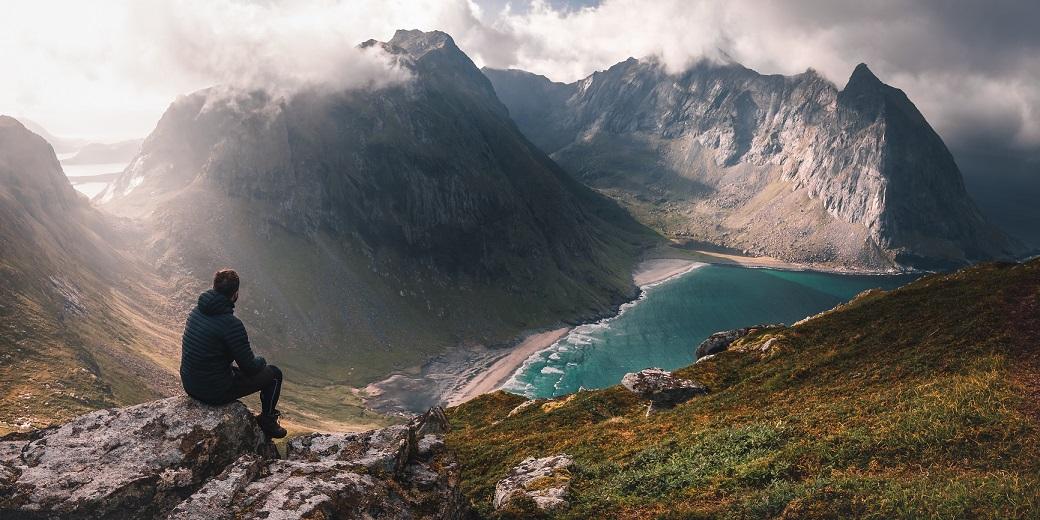 Ryten és Kvalvika Lofoten szigeteken Norvégiában kalandtúra roadtrip